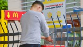 McDonald's y Banco Industrial instalan lavamanos en las calles para prevenir el COVID-19