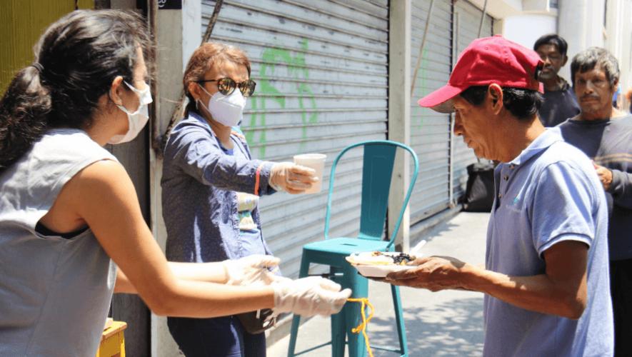 Restaurante Rayuela regala cientos de almuerzos a guatemaltecos que lo necesitan