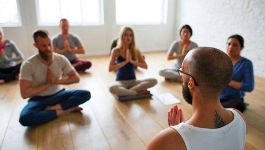 Clase de yoga en línea a beneficio de la Fundación Ayuvi   Agosto 2020