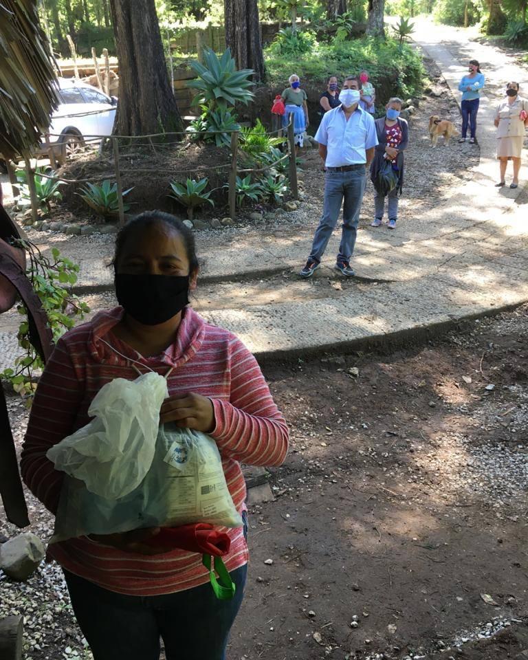 Familias guatemaltecas son beneficiadas con víveres