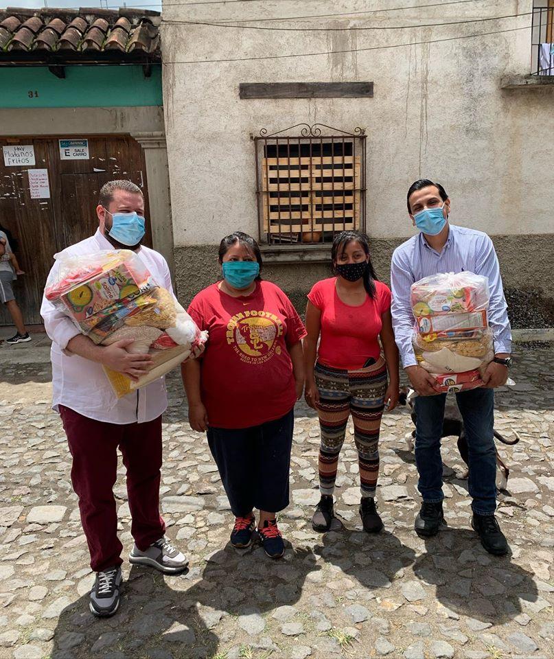 Fundación Mano Amiga donaron bolsas de víveres a familias de escasos recursos