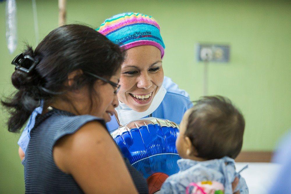 Operación Sonrisa recauda fondos para apoyar a niños con labio fisurado y paladar hendido 2020