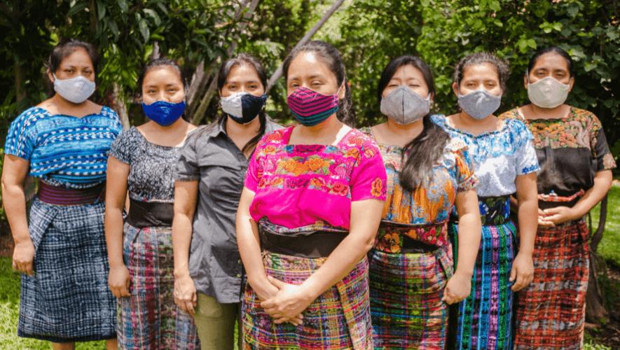Tejedoras guatemaltecas reciben apoyo de Levi's para elaborar miles de mascarillas