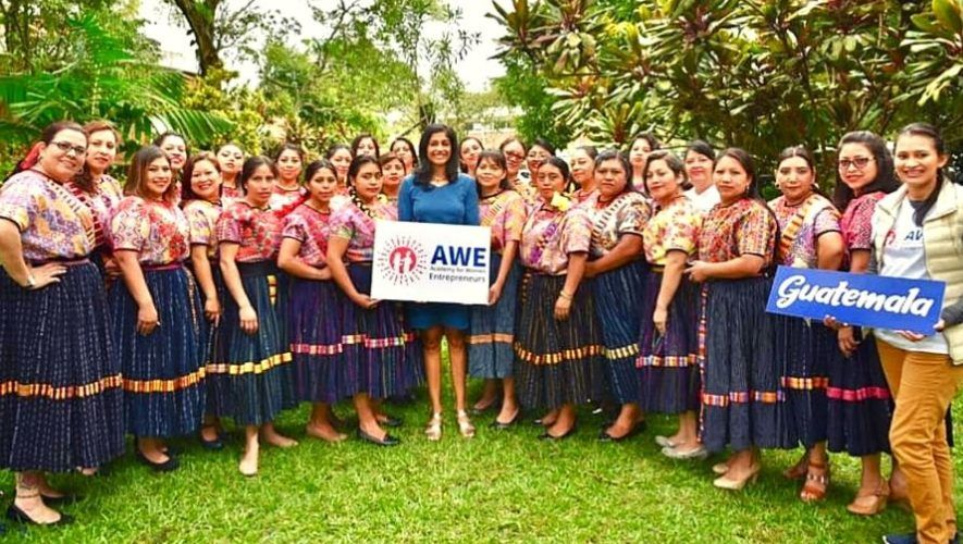 academia-mujeres-emprendedoras-ofrece-120-becas-mujeres-guatemaltecas