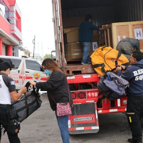 bombero-ingles-dono-equipo-para-combate-incendios-bomberos-voluntarios-guatemala-estacion-central