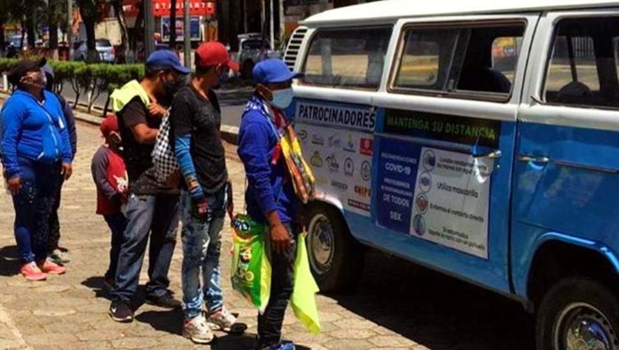 kombi-solidaria-entrego-100-platos-comida-area-urbana-xela