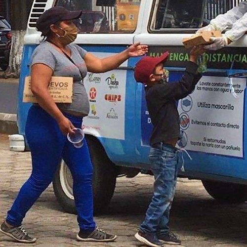 kombi-solidaria-entrego-100-platos-comida-area-urbana-xela-contacto-contribuir-donaciones