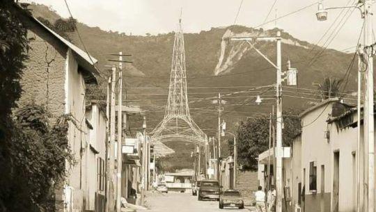 La curiosa réplica de la Torre del Reformador que existe en Chiquimimula