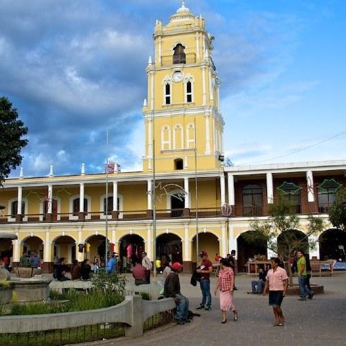 estudiantes-recrearon-fotografias-personajes-iconicos-huehuetenango-parque-central