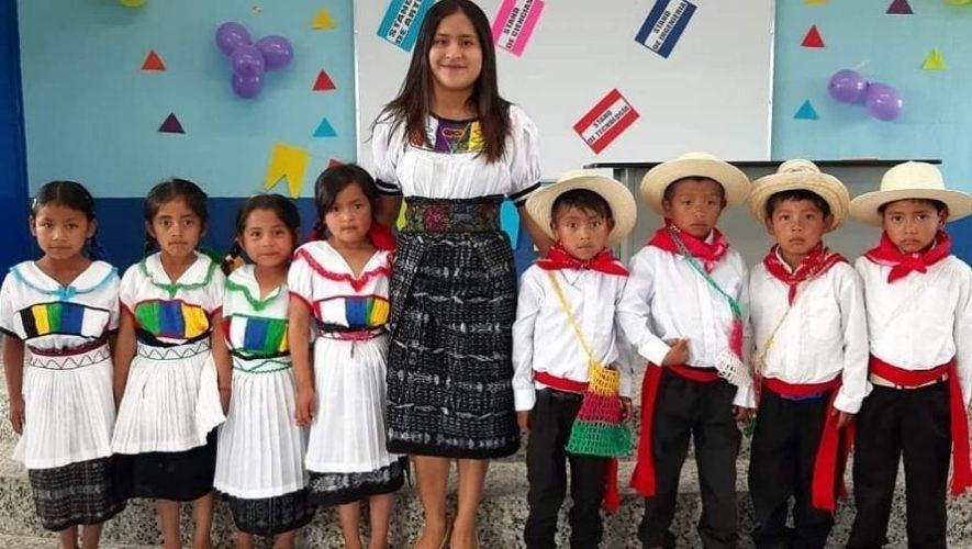 maestra-san-marcos-compartio-video-tik-tok-ensenar-vocales-guatemala