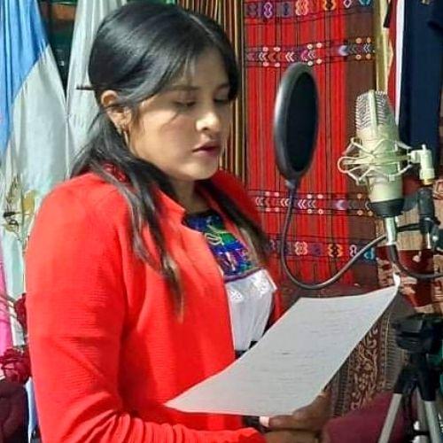 maestra-san-marcos-compartio-video-tik-tok-ensenar-vocales-sipacapa-audios-idioma-maya