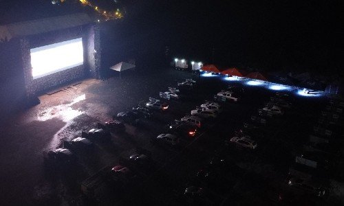 spot-drive-nuevo-autocinema-majadas-cayala-ciudad-guatemala-publico-cartelera