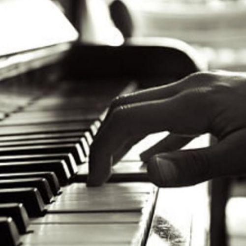 wendy-lopez-estudiante-con-discapacidad-visual-interpreto-luna-de-xelaju-en-piano-talento-memorizar-ceguera