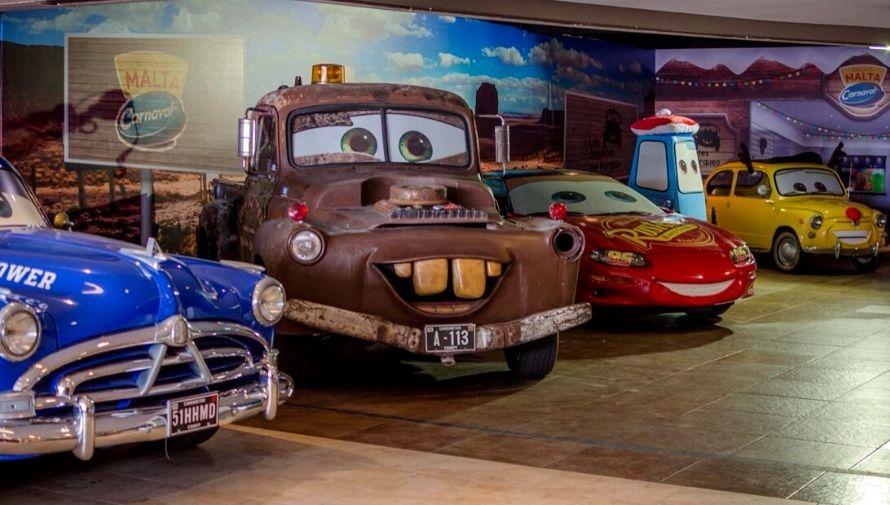 Exposición de carros de la película Cars en Eskala Roosevelth Octubre 2020