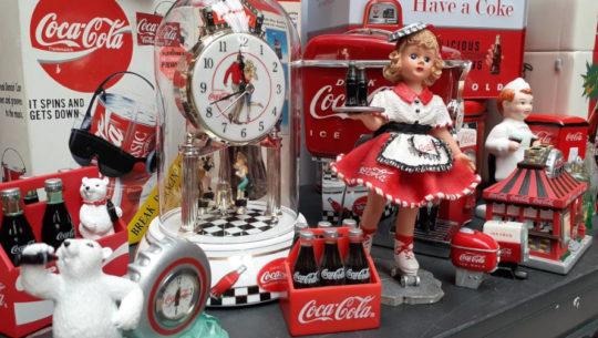 Guatemalteca creó colección masiva de artículos de Coca-Cola