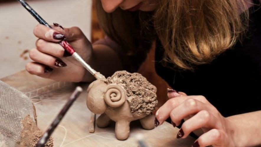 Habilitan cursos de vacaciones gratuitos y virtuales en la Escuela Municipal de Escultura
