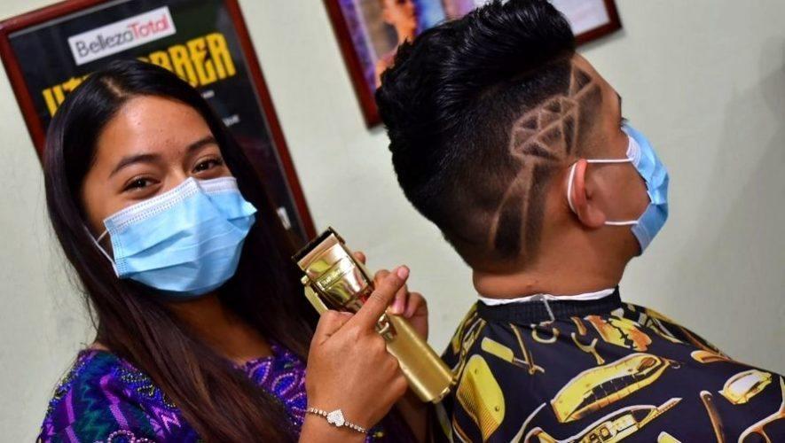 Lady Barber, la joven guatemalteca de Quetzaltenango que destaca por su pasión por la barbería