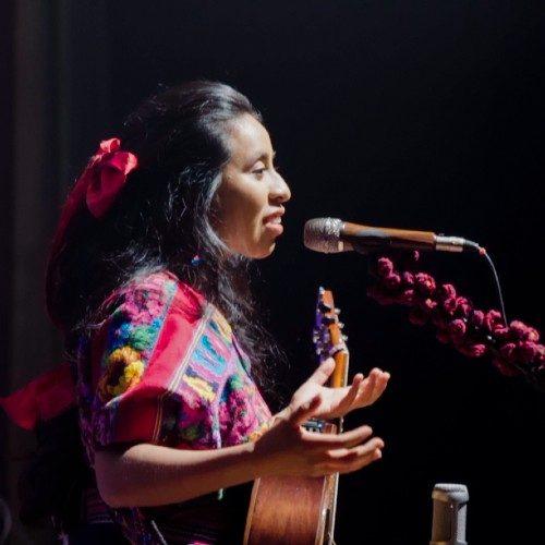 cantante-kaqchikel-sara-curruchich-estreno-dos-nuevas-canciones-segundo-disco-españa