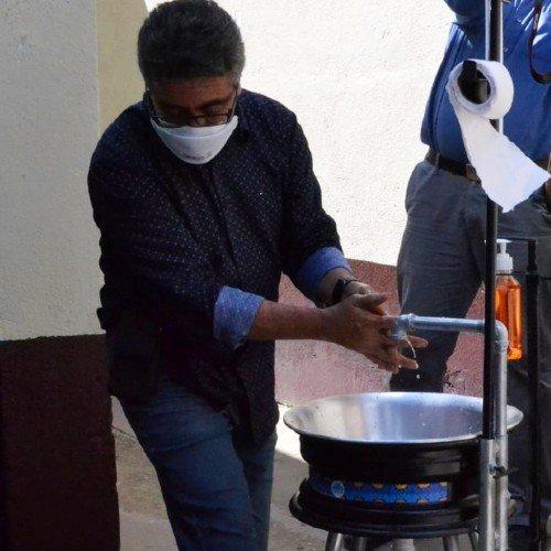estudiantes-usac-entregaron-lavamanos-capalav-municipios-quiche-covid-19-universidad-san-carlos-uso-explicacion