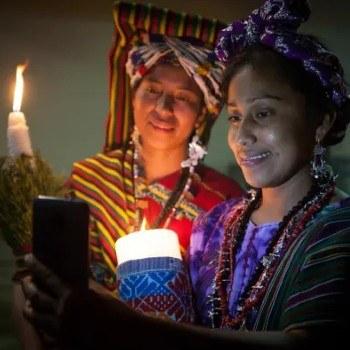fotoreportaje-reinas-indigenas-mayas-guatemala-compartido-the-guardian-fotografa-julia-zabrodzka