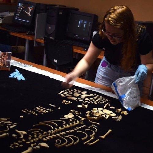 nat-geo-compartio-descubrimiento-bano-vapor-diosa-anfibia-maya-guatemala-hallazgos-descubrimiento-huesos-restos