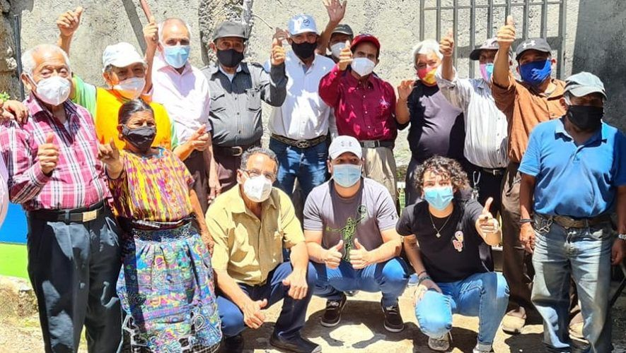programa-apadrinamiento-apoyar-abuelitos-heladeros-guatemala