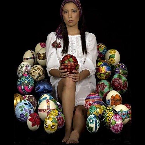 rosana-lagos-artista-guatemalteca-mostrado-obras-nivel-internacional-coleccion-arte-huevo-avestruz