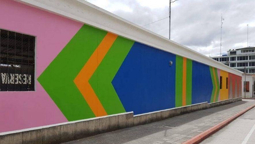 Jóvenes pintaron mural dedicado a artista guatemalteca Margarita Azurdia