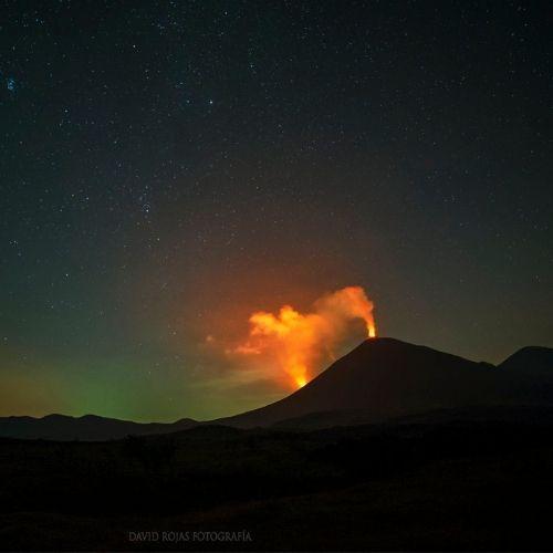 Nueva fisura del volcán Pacaya, estrallas - Foto David Rojas