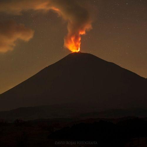 Nueva fisura del volcán Pacaya, volcán en erupción - Fotografía David Rojas