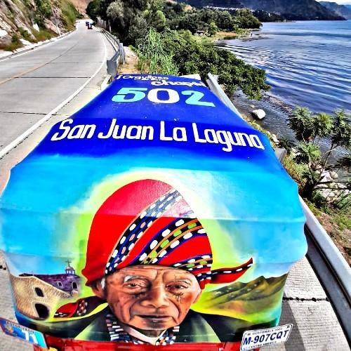 artistas-guatemaltecos-pintaron-colorido-tuc-tuc-san-juan-laguna-solola-retrato-fotos