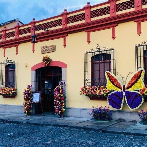 ganadores-fachada-mejor-actitud-festival-flores-antigua-guatemala-ganador-primer-lugar-campero
