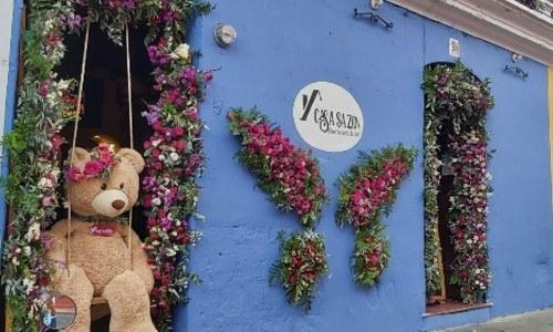 ganadores-fachada-mejor-actitud-festival-flores-antigua-guatemala-segundo-lugar-casa-sazon