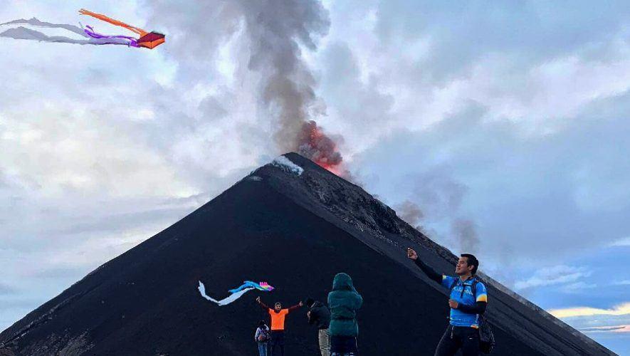 guatemalteco-compartio-video-volando-barriletes-frente-volcan-fuego