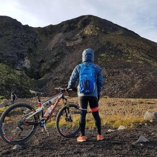 guatemalteco-compartio-video-volando-barriletes-frente-volcan-fuego-ascenso-bicicleta-mtb-acatenango