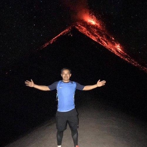 guatemalteco-compartio-video-volando-barriletes-frente-volcan-fuego-aventura-crater-deportes