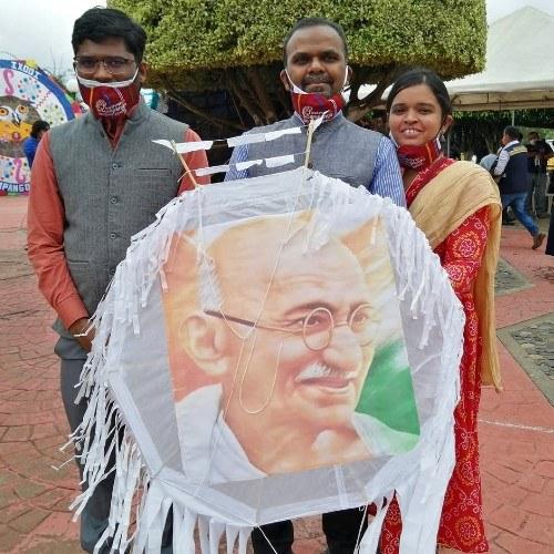 guatemaltecos-volaron-barriletes-blancos-honor-victimas-fallecidas-covid-19-embajador-india-guatemala
