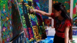 Joselyn Cholotío, la artista que hace impresionantes pinturas en San Juan La Laguna