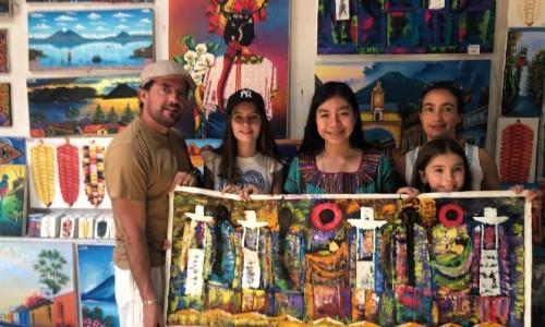 joselyn-cholotio-artista-hace-impresionantes-pinturas-san-juan-la-laguna-habilidades-emprendimientos