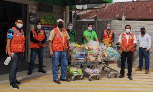 manos-amigas-centro-acopio-walmart-ayudar-guatemaltecos-afectados-eta-viveres-tiendas-supermercados