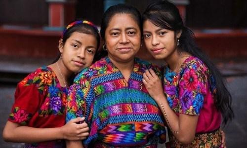 mujeres-guatemaltecas-aparecen-libro-atlas-belleza-mihaela-noroc-familia-rostros-guatemala