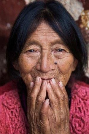mujeres-guatemaltecas-aparecen-libro-atlas-belleza-mihaela-noroc-mercado