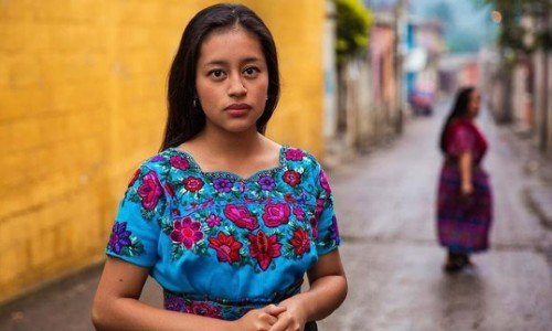 mujeres-guatemaltecas-aparecen-libro-atlas-belleza-mihaela-noroc-trajes-regionales-ancestrales