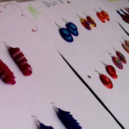 raquel-perez-emprendio-negocio-aretes-hechos-crochet-san-juan-sacatepequez-productos-artesanias