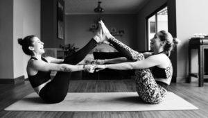 Clase de yoga virtual a beneficio de Rayuela   Diciembre 2020