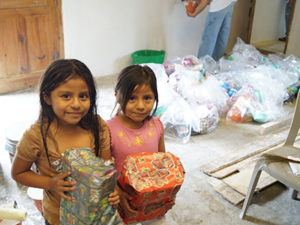 Iniciativa recauda regalos de Navidad para niños de Cobán - Foto Centro Universitario Balanyá