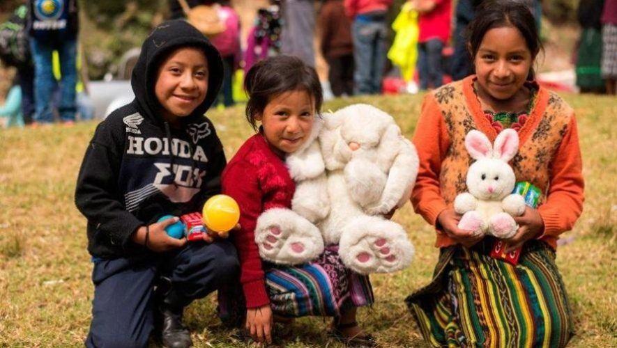 Iniciativa recauda regalos de Navidad para niños de Cobán - Foto Start with a smile Project