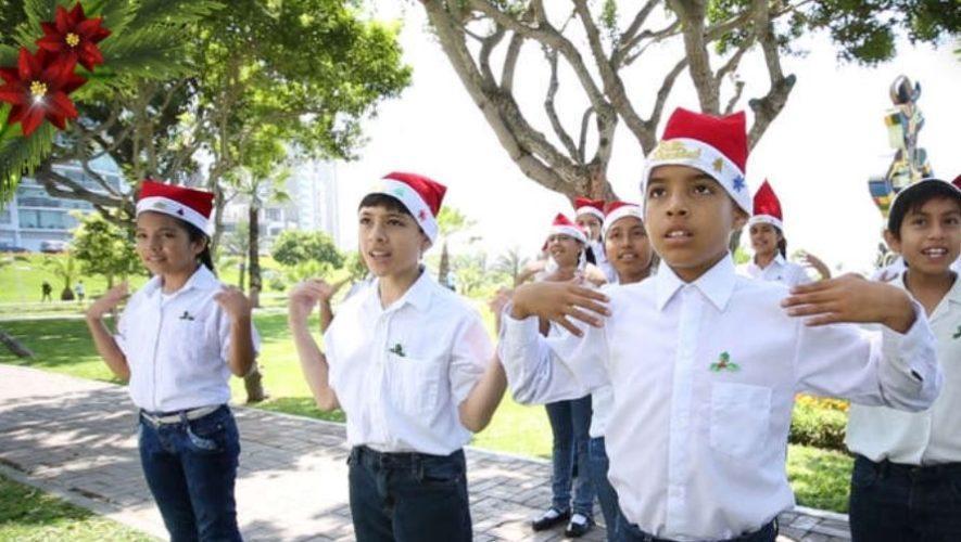 Niños de curso de vacaciones interpretaron Rodolfo el Reno en Lengua de Señas