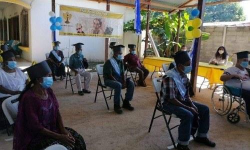 abuelitos-guatemaltecos-graduaron-sexto-primaria-estor-izabal-programa-mis-años-dorados-sosep