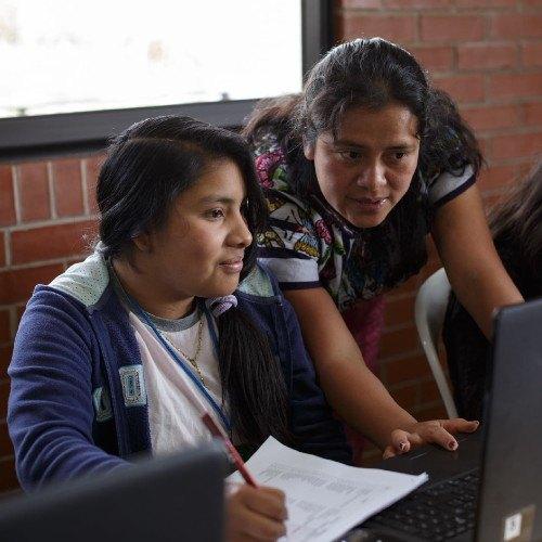 asociacion-maia-recaudando-fondos-entregar-bolsas-escolares-2021-secundaria-centroamerica-mujeres-indigenas